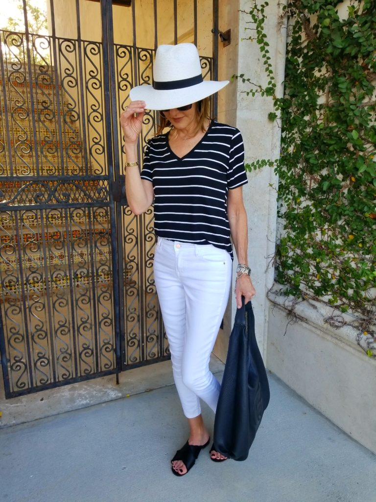 Classic Black & White Outfit www.50shadesofstyle.com